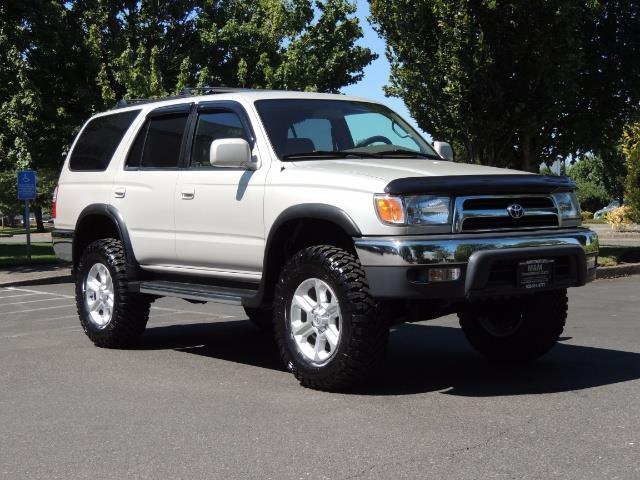 1999 Toyota 4Runner SR5 4WD V6 3.4L / LEATHER / NEW TIRES / LIFTED - Photo 38 - Portland, OR 97217