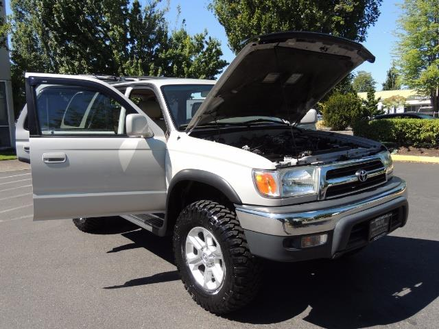 1999 Toyota 4Runner SR5 4WD V6 3.4L / LEATHER / NEW TIRES / LIFTED - Photo 28 - Portland, OR 97217