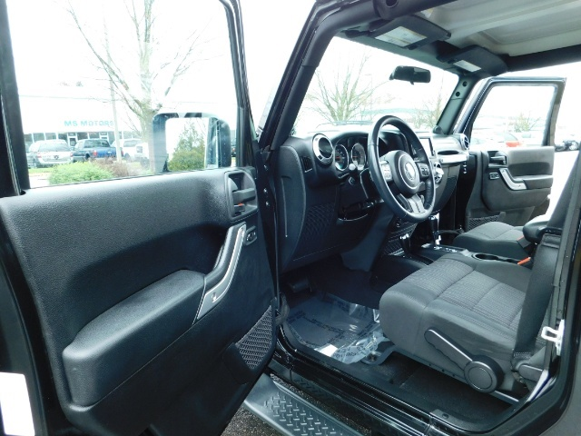 2012 Jeep Wrangler Unlimited Sahara / 4WD / Hard Top / Navi / LIFTED - Photo 13 - Portland, OR 97217