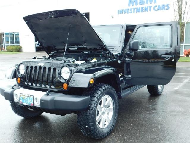 2012 Jeep Wrangler Unlimited Sahara / 4WD / Hard Top / Navi / LIFTED - Photo 25 - Portland, OR 97217