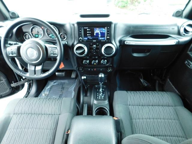 2012 Jeep Wrangler Unlimited Sahara / 4WD / Hard Top / Navi / LIFTED - Photo 18 - Portland, OR 97217