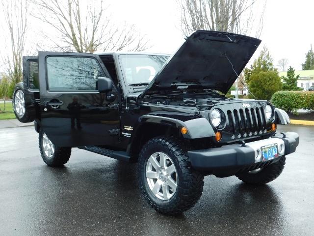 2012 Jeep Wrangler Unlimited Sahara / 4WD / Hard Top / Navi / LIFTED - Photo 31 - Portland, OR 97217
