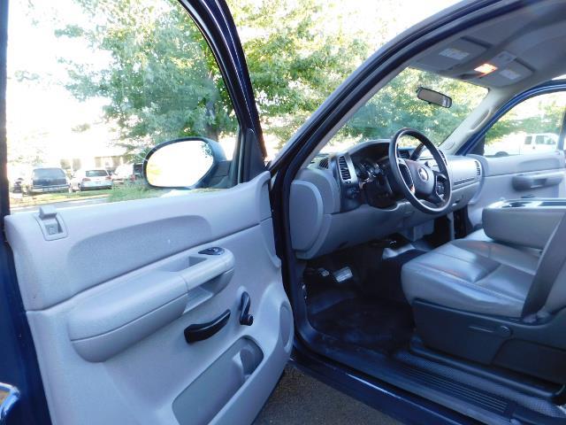 2008 Chevrolet Silverado 2500 LS / Crew Cab / 2WD / 81K MILES / Excel Cond - Photo 11 - Portland, OR 97217