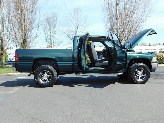 2001 Dodge Ram 1500 SLT Plus 4dr Quad Cab / 4X4 / 5.9L V8 / LOW MILES - Photo 4 - Portland, OR 97217