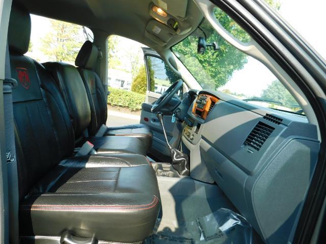 2006 Dodge Ram 2500 SLT Mega Cab / 4X4 / 5.9L DIESEL/ 6-SPEED /Leather - Photo 17 - Portland, OR 97217