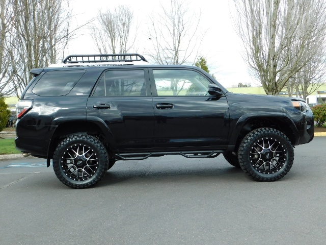 2016 Toyota 4Runner SR5 / 4WD / Navigation / LIFTED // SPECIAL PRICE// - Photo 4 - Portland, OR 97217