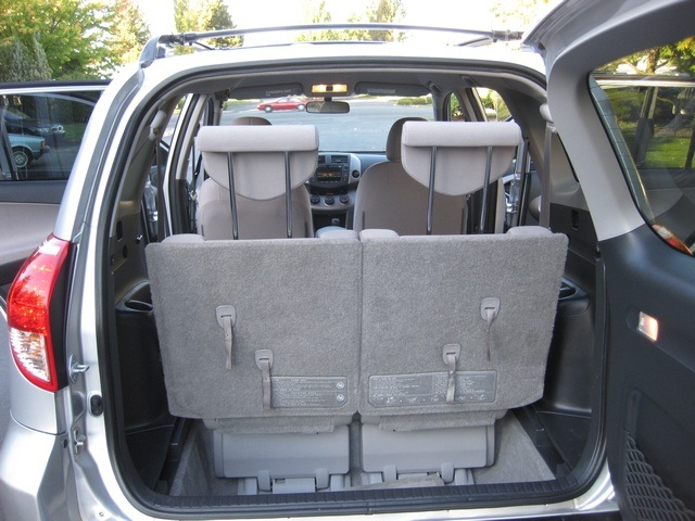 2007 toyota rav4 4wd 4 cyl auto 7 passengers 3rd row. Black Bedroom Furniture Sets. Home Design Ideas
