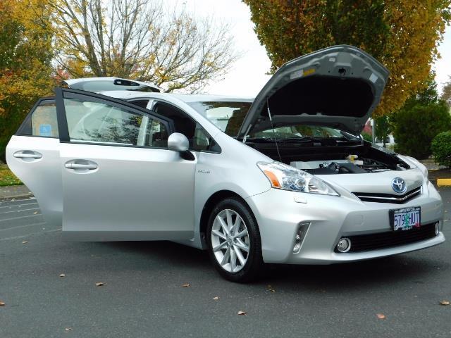2012 Toyota Prius V Five / Wagon / Leather/ Heated seats / Navigation - Photo 31 - Portland, OR 97217