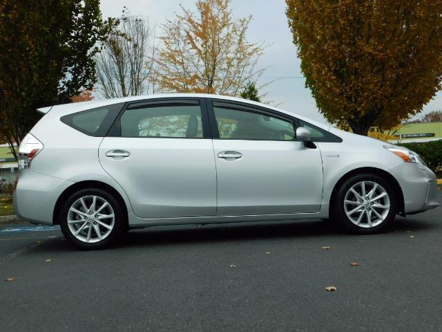 2012 Toyota Prius V Five / Wagon / Leather/ Heated seats / Navigation - Photo 4 - Portland, OR 97217