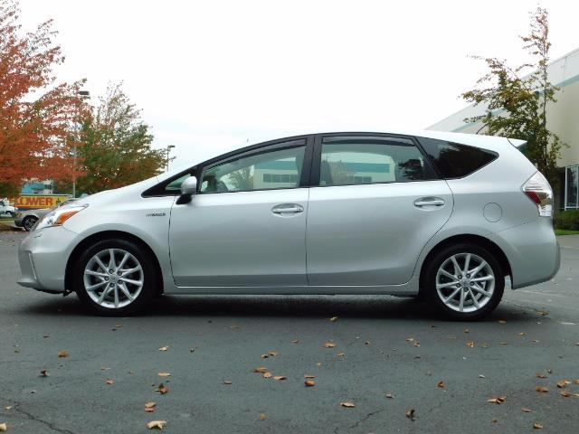 2012 Toyota Prius V Five / Wagon / Leather/ Heated seats / Navigation - Photo 3 - Portland, OR 97217