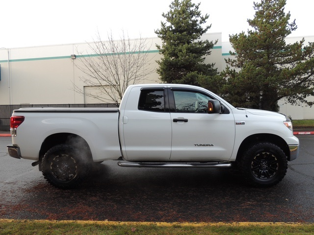 2010 Toyota Tundra Double Cab / 4X4 / V8 / 5.7 L / 1 OWNER