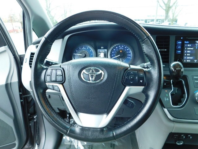 2016 Toyota Sienna XLE 8-Passenger / All Power Options / 1-OWNER - Photo 35 - Portland, OR 97217