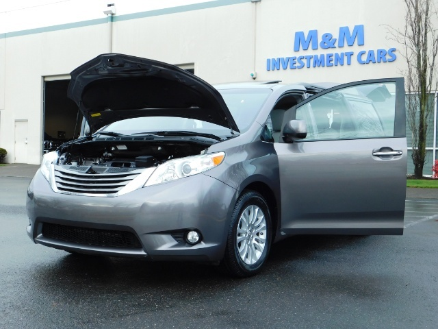 2016 Toyota Sienna XLE 8-Passenger / All Power Options / 1-OWNER - Photo 25 - Portland, OR 97217
