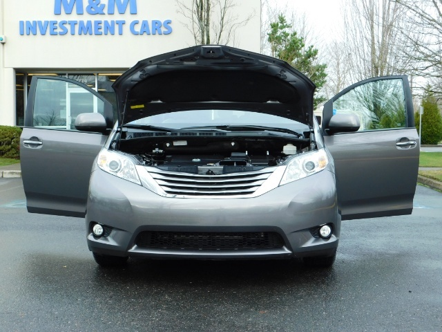 2016 Toyota Sienna XLE 8-Passenger / All Power Options / 1-OWNER - Photo 30 - Portland, OR 97217