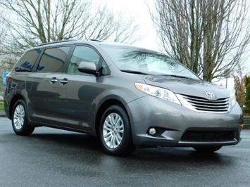 2016 Toyota Sienna XLE 8-Passenger / All Power Options / 1-OWNER