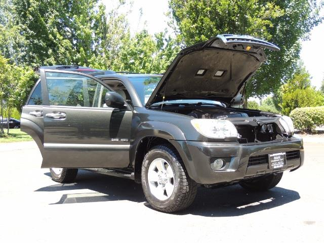 2006 Toyota 4Runner V6 4.0L / 4X4 / DIFF LOCK / 3RD SEATS / 1-OWNER - Photo 28 - Portland, OR 97217