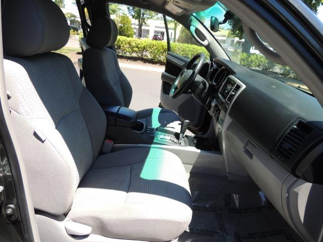 2006 Toyota 4Runner V6 4.0L / 4X4 / DIFF LOCK / 3RD SEATS / 1-OWNER - Photo 18 - Portland, OR 97217