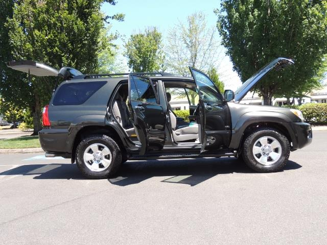 2006 Toyota 4Runner V6 4.0L / 4X4 / DIFF LOCK / 3RD SEATS / 1-OWNER - Photo 24 - Portland, OR 97217