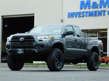 2017 Toyota Tacoma SR / 4X4 / 5-SPEED MANUAL / LIFTED LIFTED