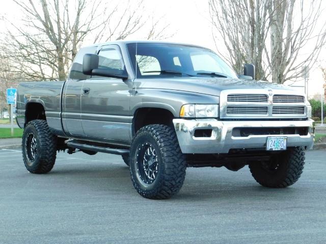 2002 Dodge Ram 2500 SLT Plus 4dr / 4X4 / 5.9L Cummins Diesel / LIFTED - Photo 2 - Portland, OR 97217