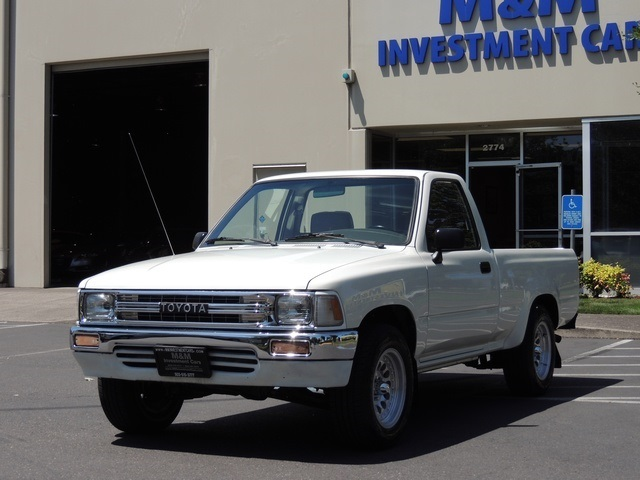 1991 Toyota Tacoma Pickup 4cyl 5 speed manual sr5 2WD