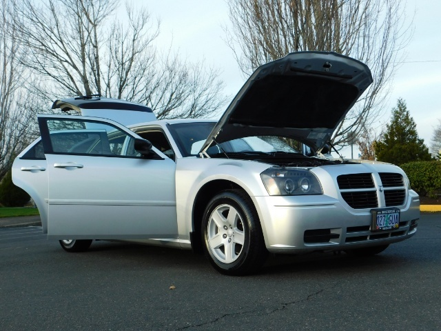 2005 Dodge Magnum SXT / Wagon / Leather / New Tires / Excel Cond - Photo 30 - Portland, OR 97217