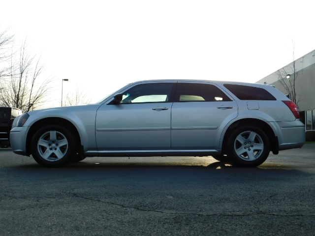 2005 Dodge Magnum SXT / Wagon / Leather / New Tires / Excel Cond - Photo 3 - Portland, OR 97217