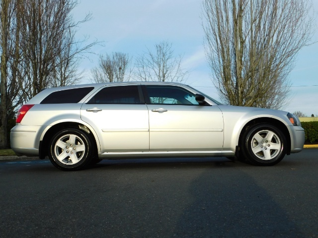 2005 Dodge Magnum SXT / Wagon / Leather / New Tires / Excel Cond - Photo 4 - Portland, OR 97217