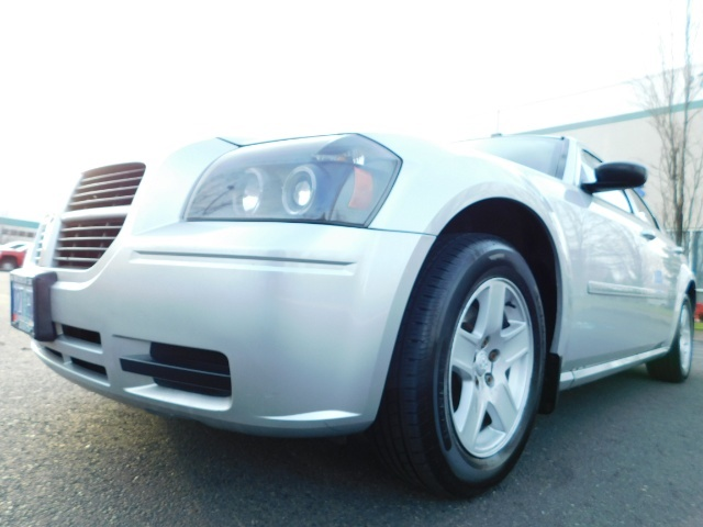 2005 Dodge Magnum SXT / Wagon / Leather / New Tires / Excel Cond - Photo 9 - Portland, OR 97217