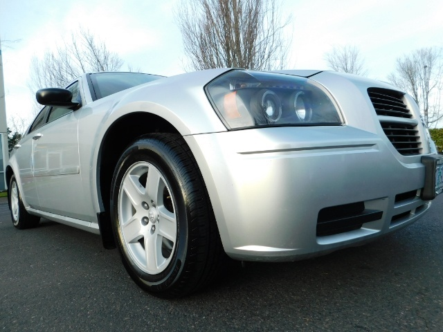 2005 Dodge Magnum SXT / Wagon / Leather / New Tires / Excel Cond - Photo 10 - Portland, OR 97217