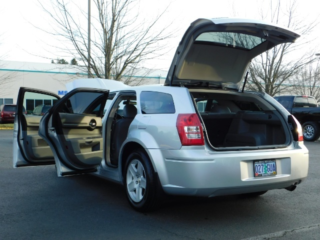 2005 Dodge Magnum SXT / Wagon / Leather / New Tires / Excel Cond - Photo 27 - Portland, OR 97217