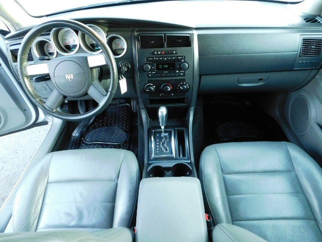 2005 Dodge Magnum SXT / Wagon / Leather / New Tires / Excel Cond - Photo 20 - Portland, OR 97217