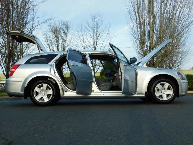 2005 Dodge Magnum SXT / Wagon / Leather / New Tires / Excel Cond - Photo 29 - Portland, OR 97217