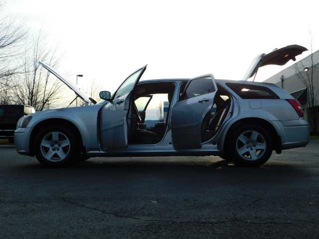 2005 Dodge Magnum SXT / Wagon / Leather / New Tires / Excel Cond - Photo 26 - Portland, OR 97217