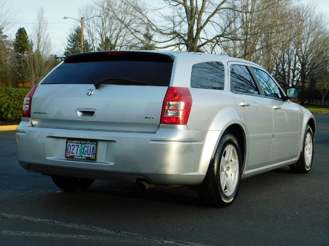 2005 Dodge Magnum SXT / Wagon / Leather / New Tires / Excel Cond - Photo 8 - Portland, OR 97217