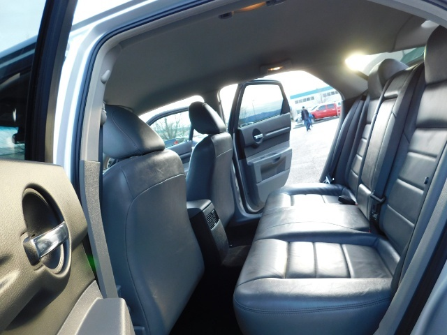 2005 Dodge Magnum SXT / Wagon / Leather / New Tires / Excel Cond - Photo 15 - Portland, OR 97217