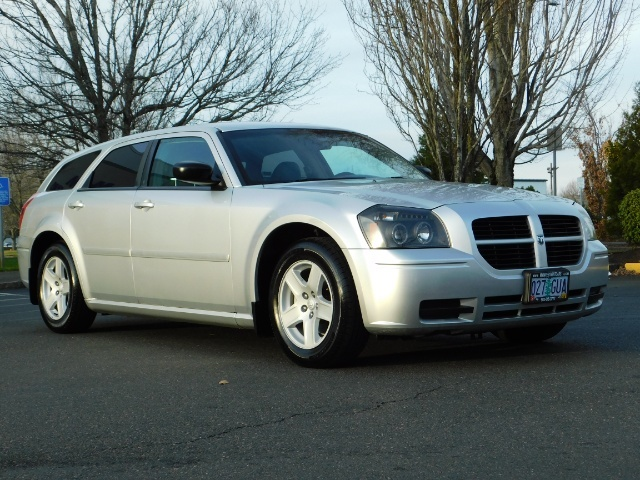 2005 Dodge Magnum SXT / Wagon / Leather / New Tires / Excel Cond - Photo 2 - Portland, OR 97217