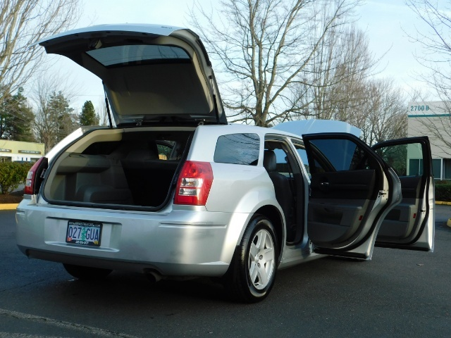 2005 Dodge Magnum SXT / Wagon / Leather / New Tires / Excel Cond - Photo 28 - Portland, OR 97217