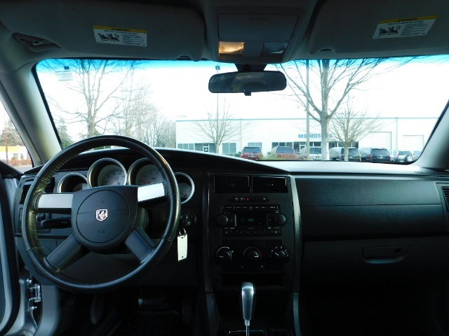 2005 Dodge Magnum SXT / Wagon / Leather / New Tires / Excel Cond - Photo 34 - Portland, OR 97217