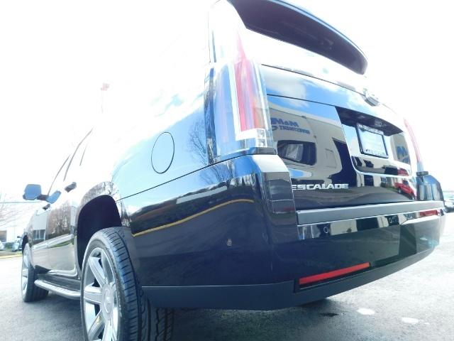 2017 Cadillac Escalade ESV / AWD / PURE LUXURY / LWB / FULL WARRANTY - Photo 10 - Portland, OR 97217