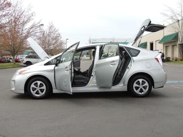 2013 Toyota Prius Two  / HatchBack / Only 37K Miles - Photo 26 - Portland, OR 97217