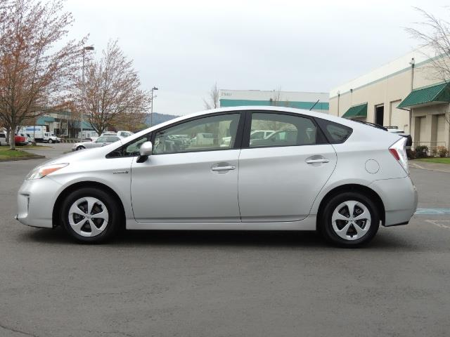 2013 Toyota Prius Two  / HatchBack / Only 37K Miles - Photo 3 - Portland, OR 97217