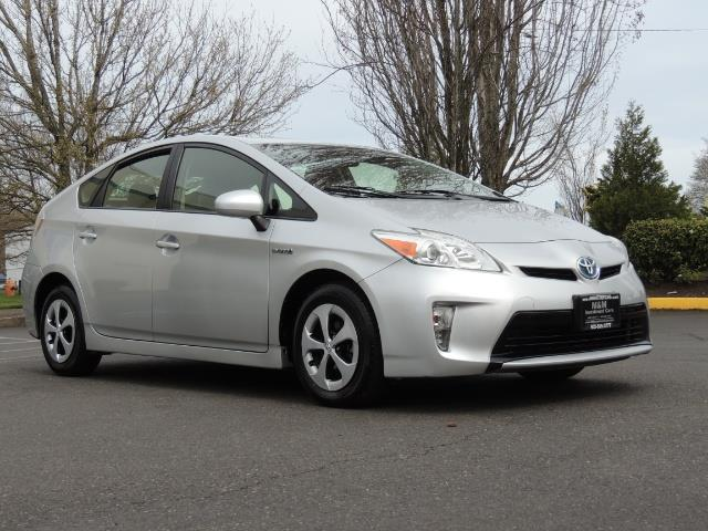 2013 Toyota Prius Two  / HatchBack / Only 37K Miles - Photo 2 - Portland, OR 97217
