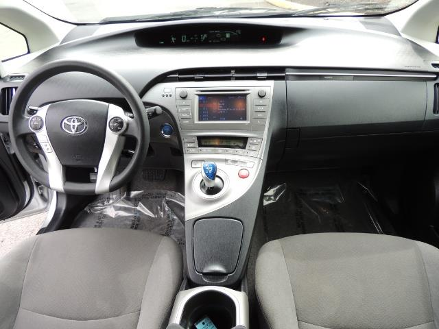 2013 Toyota Prius Two  / HatchBack / Only 37K Miles - Photo 18 - Portland, OR 97217