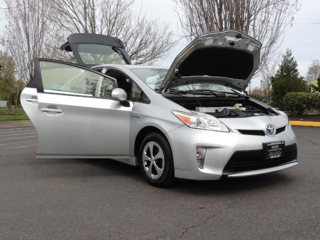 2013 Toyota Prius Two  / HatchBack / Only 37K Miles - Photo 31 - Portland, OR 97217