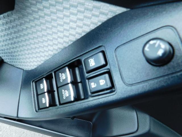 2017 Subaru Forester 2.5i Premium / Sport Utility / Pano Sunroof / AWD - Photo 32 - Portland, OR 97217