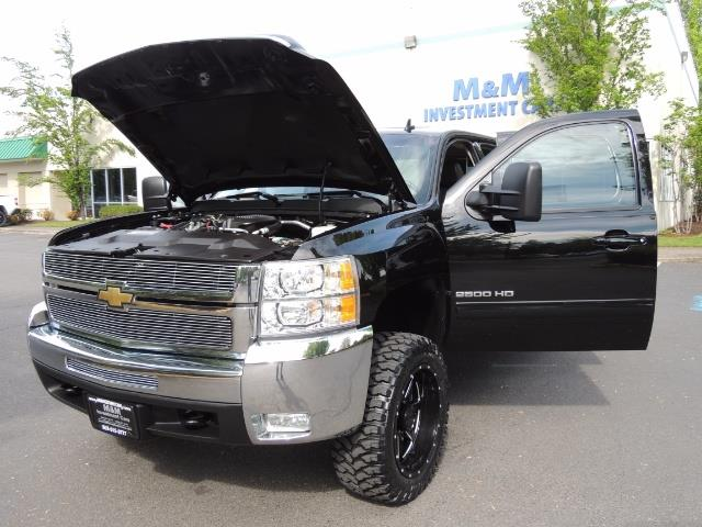 2009 Chevrolet Silverado 2500 LTZ / 4X4 / 6.6L Duramax Diesel / Allison Tranny - Photo 25 - Portland, OR 97217
