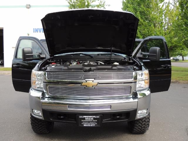 2009 Chevrolet Silverado 2500 LTZ / 4X4 / 6.6L Duramax Diesel / Allison Tranny - Photo 31 - Portland, OR 97217