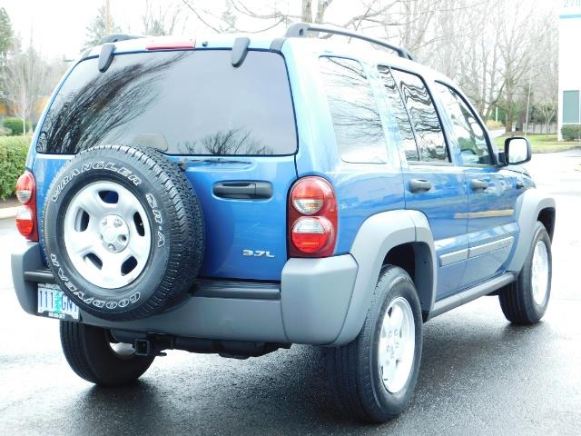 2005 Jeep Liberty Sport 4WD 126K Miles 6Cyl Moon roof Brand NewTires - Photo 8 - Portland, OR 97217
