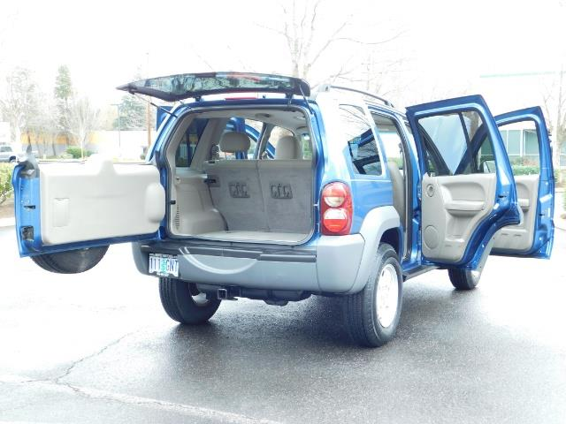2005 Jeep Liberty Sport 4WD 126K Miles 6Cyl Moon roof Brand NewTires - Photo 28 - Portland, OR 97217